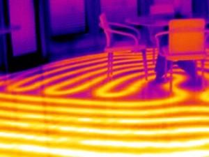 Värmeslingor i golvet
